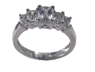 6 Tips: How to Choose a Diamond Shape for Your Engagement ...