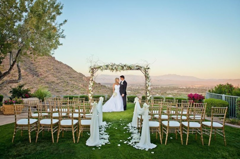 4 ways to not screw up your outdoor wedding chicmags outdoor wedding ideas junglespirit Image collections